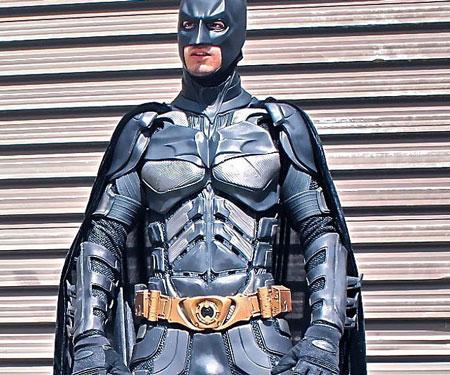 The-Dark-Knight-Batman-Suit