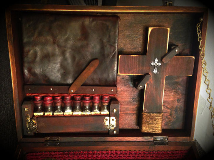 19th-Century-Vampire-Killing-Kit-3