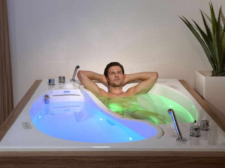 Yin-Yang-couple-bathtub-with-guy-in