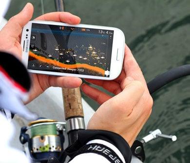 smartphone-fish-finder-attachment