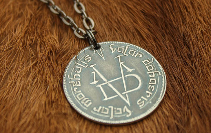 valar morgulis necklace pendant - Cool Game Of Thrones Gift Ideas
