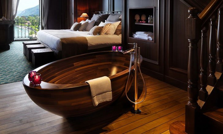 Wooden Boat Bathtub