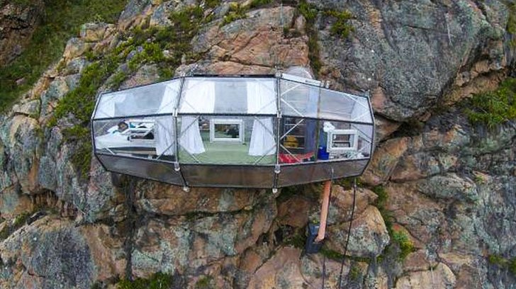 Cliffside Lodging Capsule