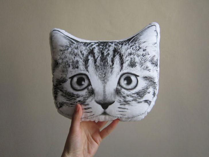 Peeking Cat Cushion
