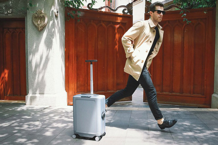 World's First Robotic Suitcase - cowa robot
