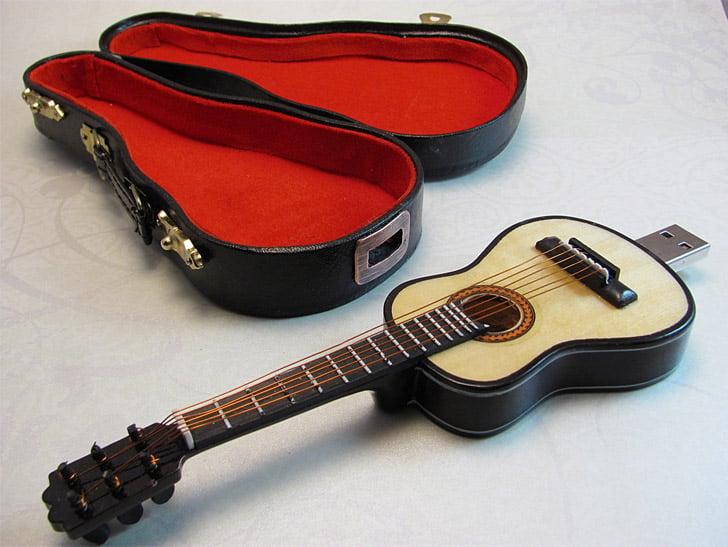 Mini Guitar USB Drive