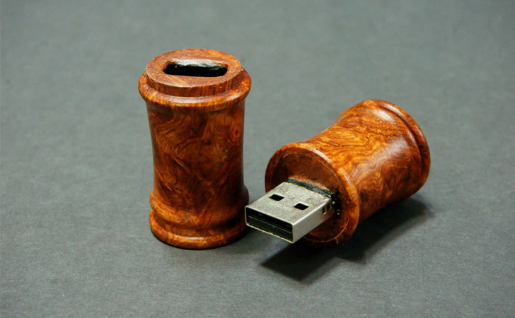 Wooden Desk Scroll USB
