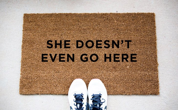 funniest doormats - She Doesn't Even Go Here