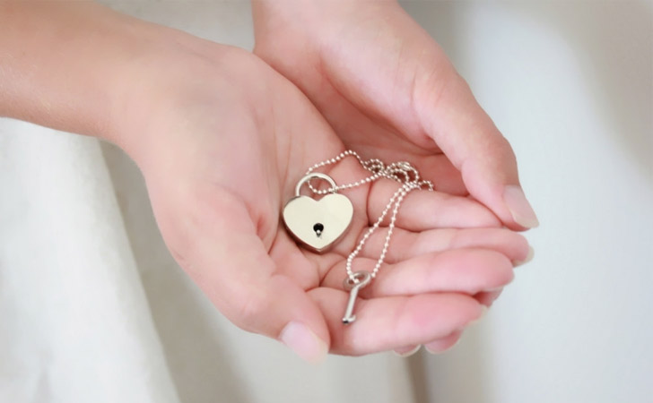 Minimalist Lock And Key Couples Necklace Set