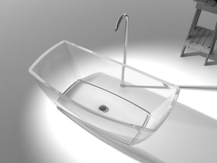 Clear Free-Standing Bathtub