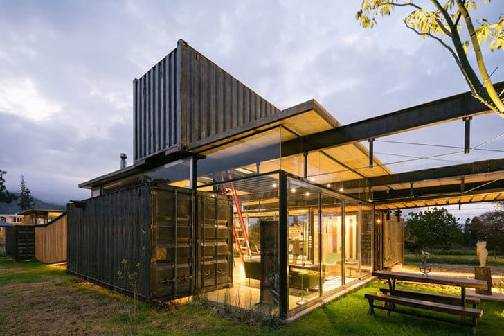 20 of the coolest shipping container homes ever awesome for Moderne wohncontainer