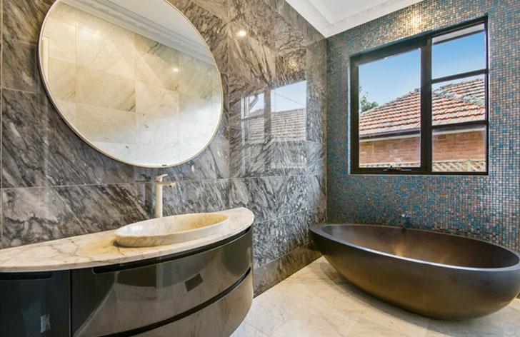 Mediterranean Style Bathtub