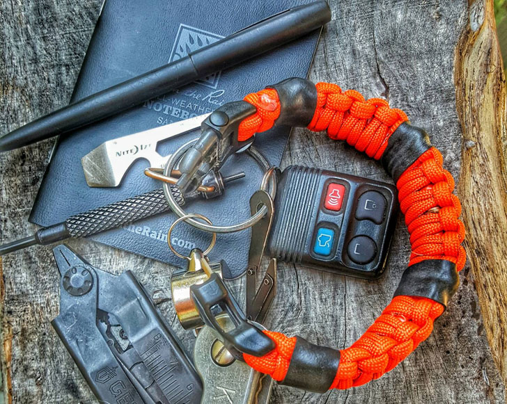The Medic Strap First-Aid Survival Bracelet