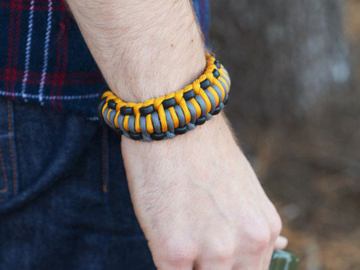 The Wazoo Survival Gear Mountaineer Bracelet