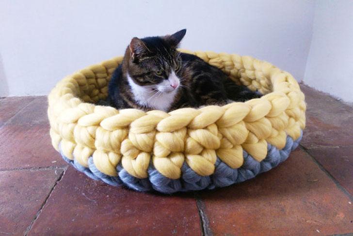 Chunky Yarn Cat Basket Bed