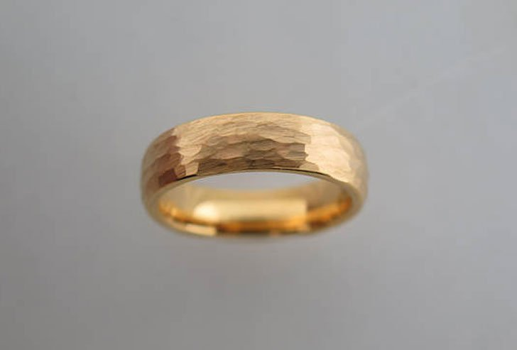 6mm Hammered Brushed Yellow Gold Tungsten Carbide Unisex Band