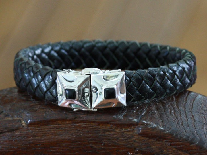 Men's Handcrafted Leather and Onyx Bracelet