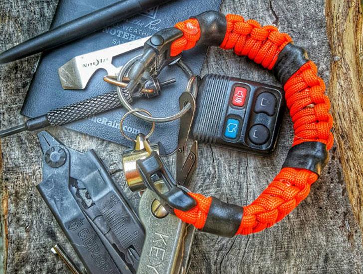 First-Aid Survival Kit Paracord Bracelet