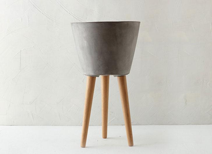 Wooden Leg Taper Pot