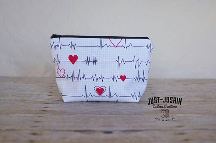 Heartbeat Everyday Travel Zipper Bag