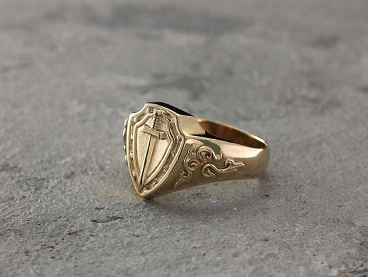 Knight's Gold Signet Ring - Signet Rings for Men