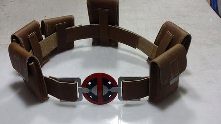 Costume Replica Caves Deluxe Deadpool Costume