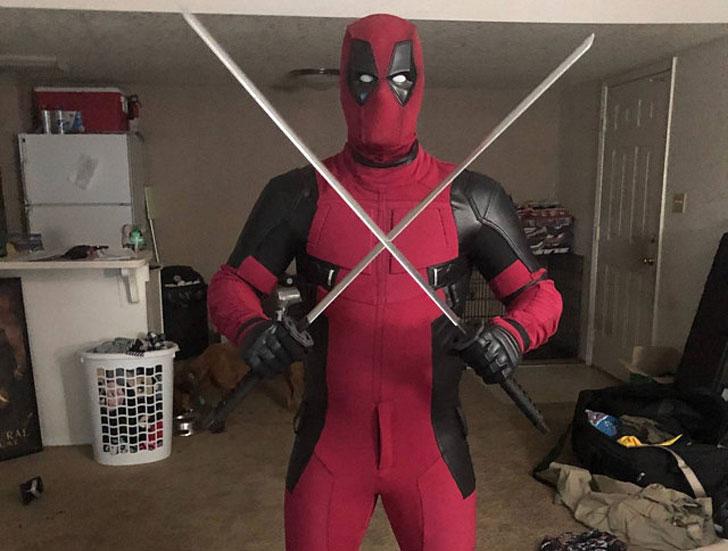 Costume Replica Caves Deluxe Deadpool Costume