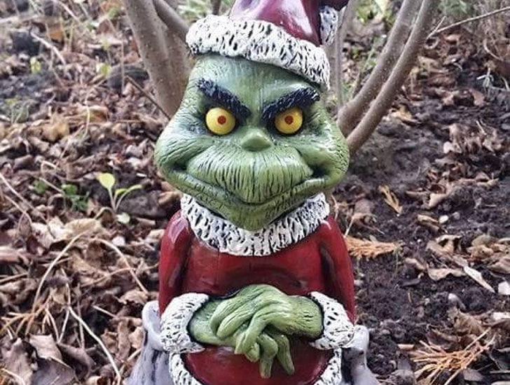 The Christmas Thief Funny Garden Statue