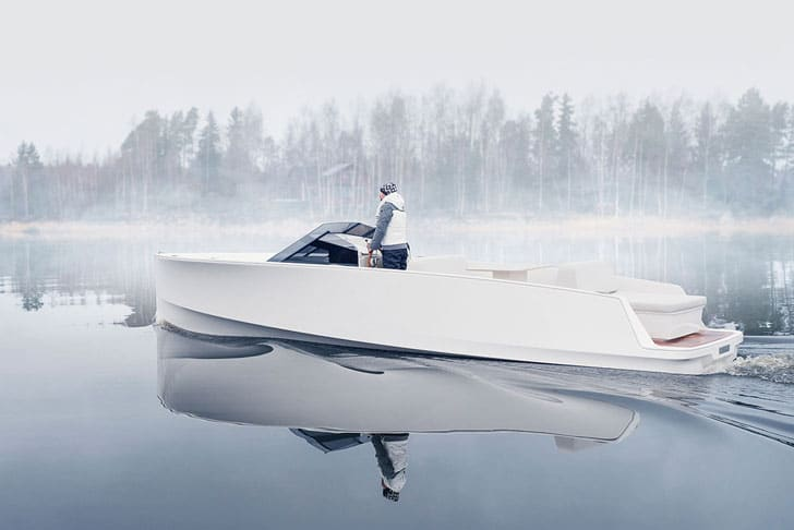 Q30 Electric Yacht