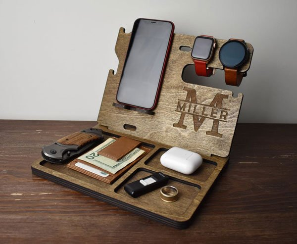 Custom Wooden Docking Station - Cool gifts for bartenders